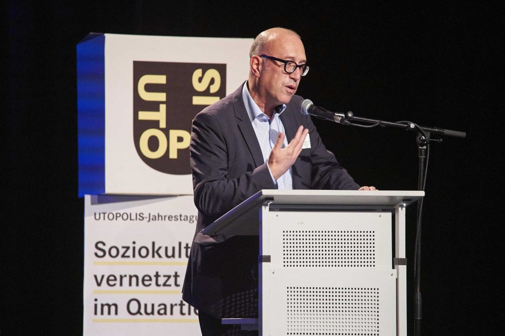 Keynote: Apostolos Tsalastras, Erster Beigeordneter, Stadtkämmerer und Kulturdezernent der Stadt Oberhausen | © Swen Gottschall. bloominds.com