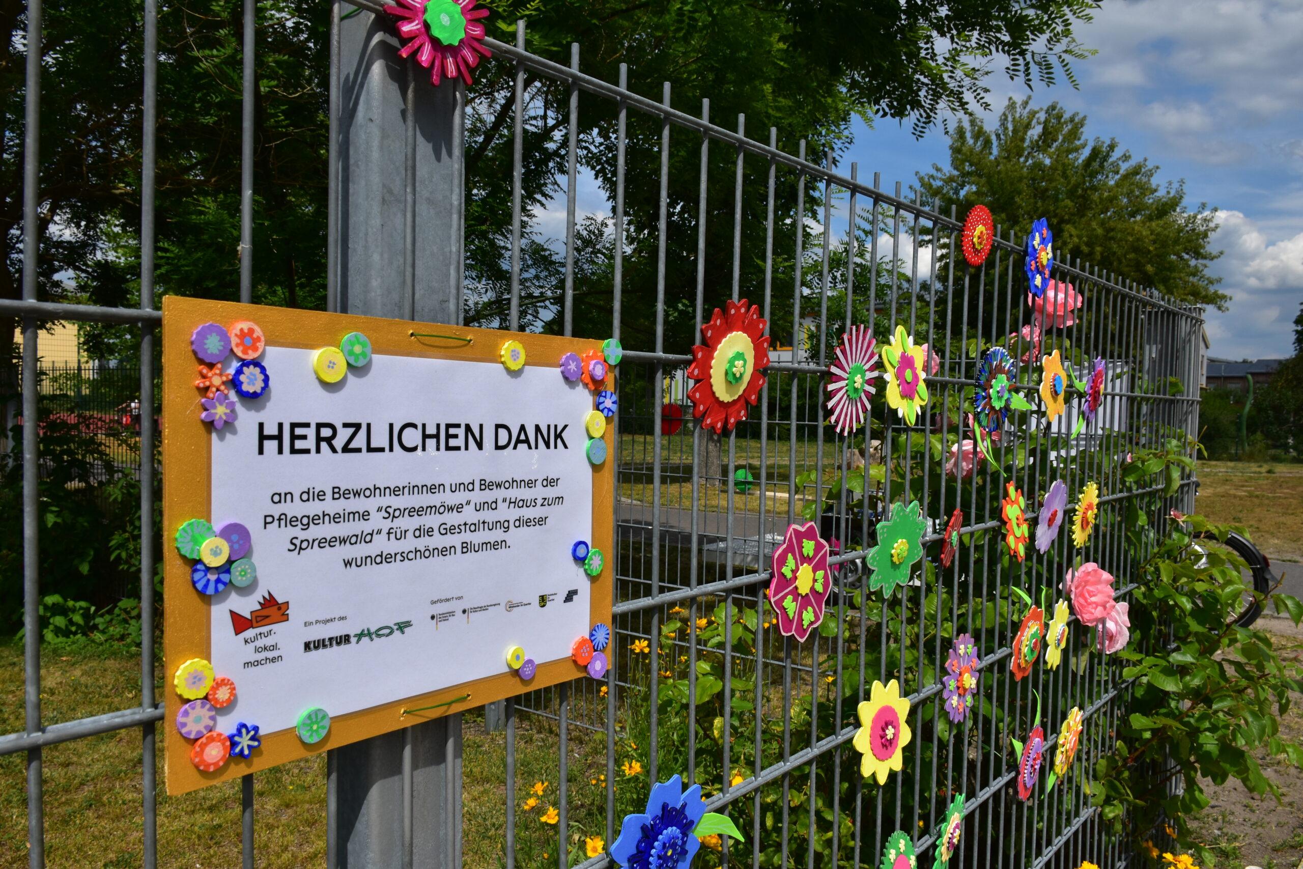 Blumengrüße an Schul-Zaun | © Kulturhof Lübbenau e.V.