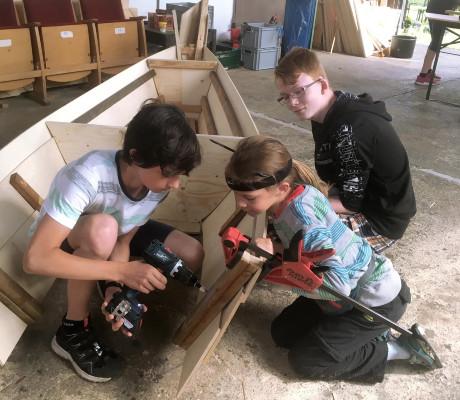 Zwei Wochenenden voller Arbeit und Spaß _ Segelboot-Workshop © Studio Mosaik
