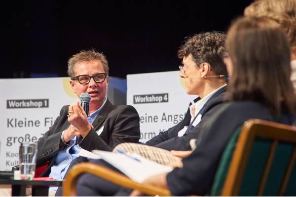 Prof.in Bettina Heinrich beim Podiumsgespräch der UTOPOLIS-Konferenz 2019