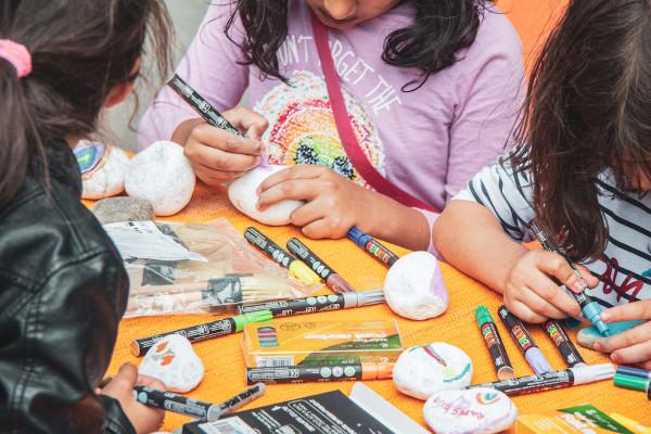Auch die Kreativangebote für Kinder kommen gut an © kitev