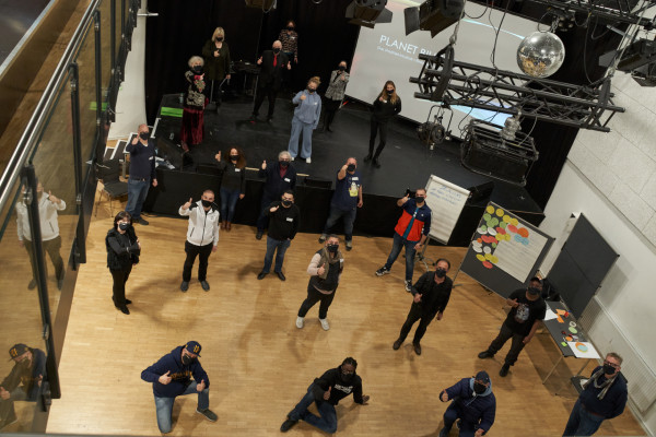 Workshop-Teilnehmende auf der Probebühne © Billstedt United