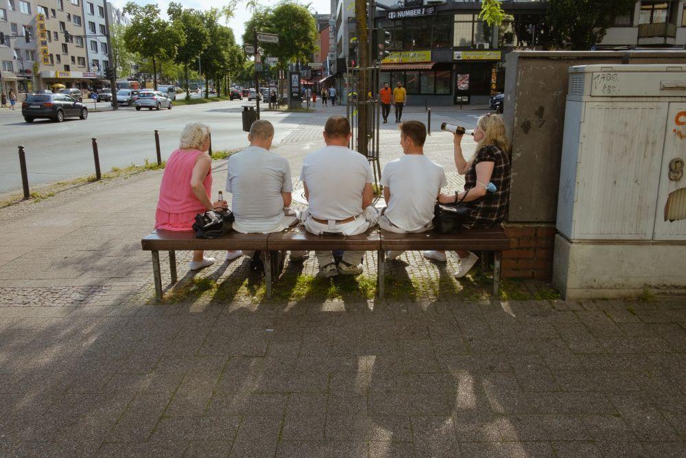 Corona verlagert das Beisammensein auf die Straße © Philipp Czampiel